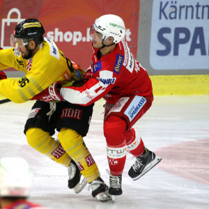Lukas Haudum (KAC) gegen Nikolaus Hartl (VIC)