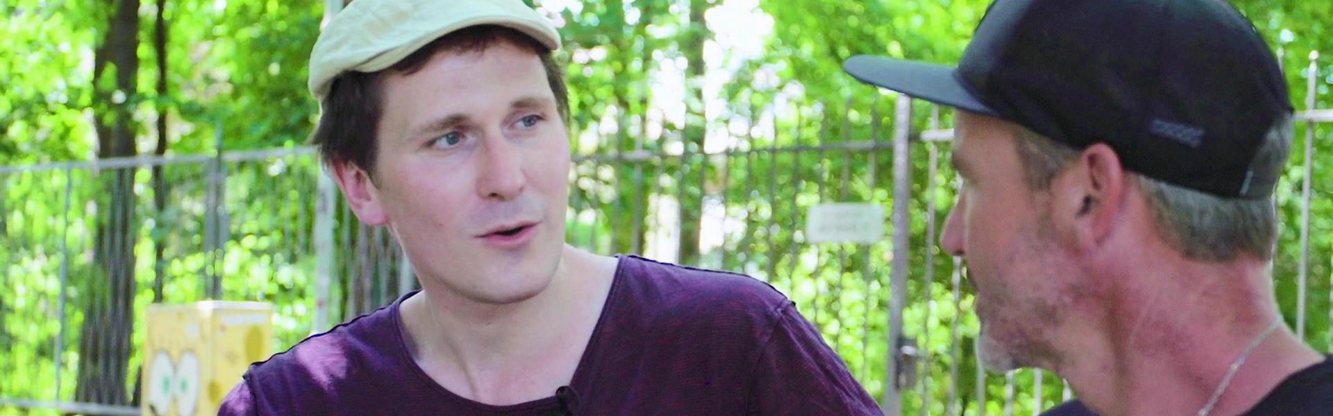 Kabarettist Hosea Ratschiller im Interview bei #Rotjacken-TV