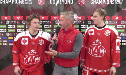 Maximilian Theirich (links) und Finn van Ee (rechts) nach ihren CHL-Debüts für den EC-KAC