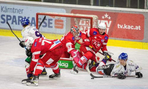 Getümmel vor dem Gehäuse des EC-KAC Future Team im Heimspiel gegen Kitzbühel